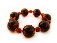 MULTICOLOR AND CHERRY AMBER BRACELET WITH METAL FLOWERS