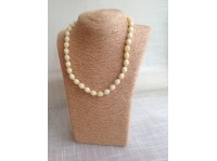 WHITE AMBER NECKLACE WITH OLIVE BEADS