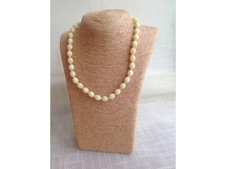 WHITE PRESSED AMBER NECKLACE WITH OLIVE BEADS