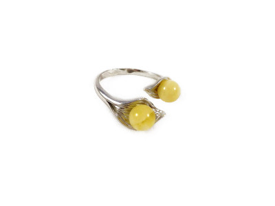Adjustable Size Ring With Amber Beads