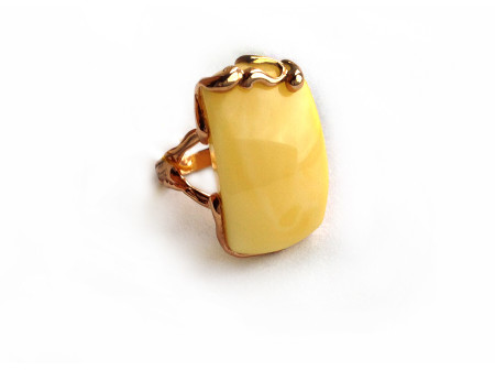 ADJUSTABLE GOLD PLATED SILVER RING WITH AMBER INSERT